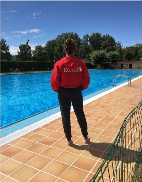 Nuestra ex alumna, Carmen Velasco trabajando como Socorrista en Villarcayo, Burgos.