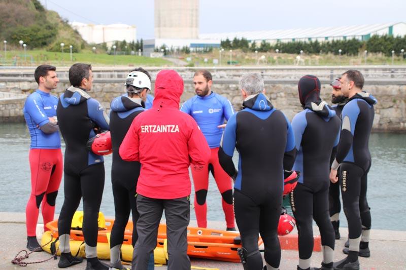 Simulacro rescate socorrismo acuático ertzaintza